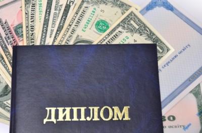 Доцент киевского ВУЗа вымогала у студента 10 тысяч гривен