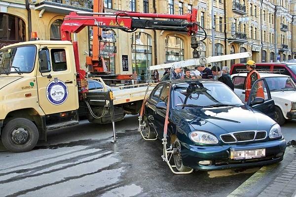 На Осокорках заработал пункт выдачи эвакуированных автомобилей