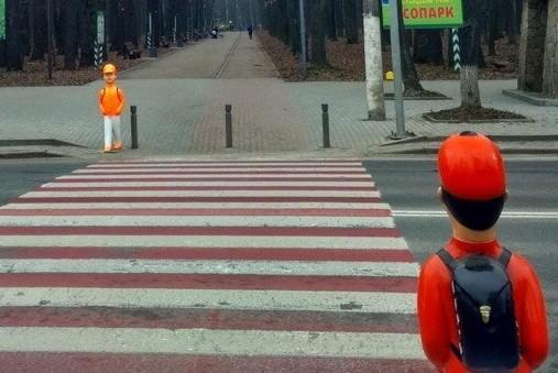 В Киеве возле переходов хотят установить фигурки «школьников»