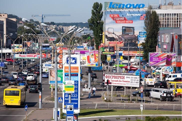 В течение 2017 года в Киеве убрали около 9 тысяч незаконных рекламных объектов