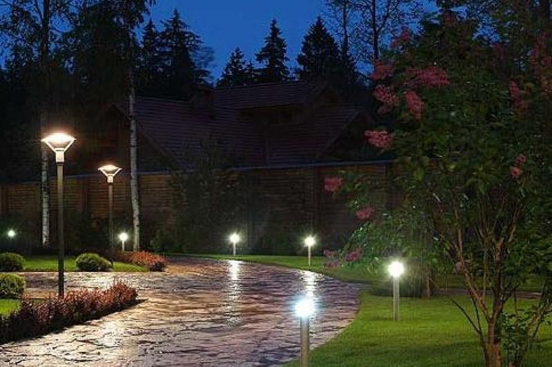 Уличные светодиодные светильники для дачи: декоративные фонари освещения