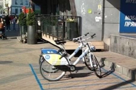 Возле станции метро «Олимпийская» обустроили станцию велопроката