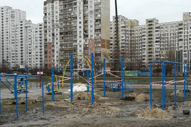 Для гимназии «Троещина» обустраивают новую спортплощадку