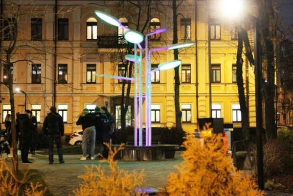 Солнечные батареи и арт-дерево: в столице открыли экопарк