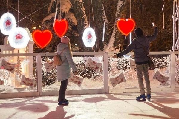 В парке Шевченко открылся романтический каток