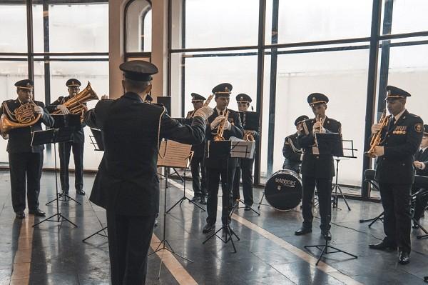 На станции метро «Театральная» выступит военный оркестр