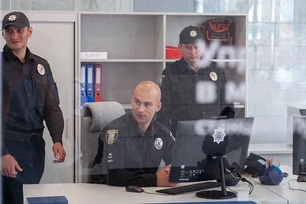 На ст. м. «Лукьяновская» появился «прозрачный» полицейский офис