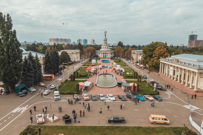 В Киеве стартовала выставка ретро-автомобилей