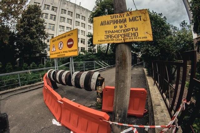 В Киеве закрыли старейший мост