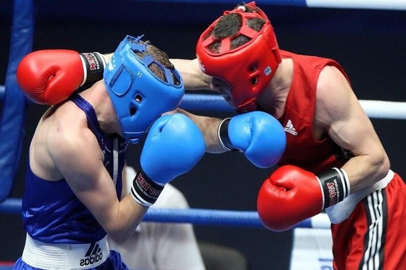 Полицейские против гражданских: в Киеве прошёл необычный турнир по боксу