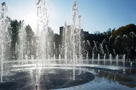 В Сырецком парке планируют построить «сухой» фонтан с подсветкой и музыкой
