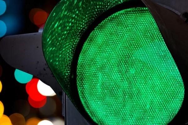 На Троещине светофоры двух улиц заработают в режиме «зеленой волны»