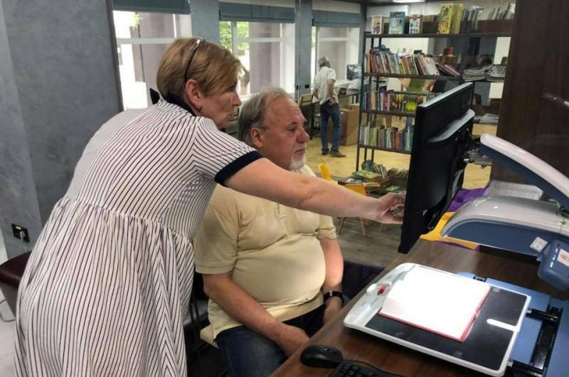 На базе библиотеки им. Тычины создали пространство для людей с проблемами зрения