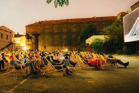 Кино под открытым небом: в центре Киева появится молодежное пространство