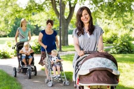 Прогулочные коляски для детей: виды, преимущества, функциональность