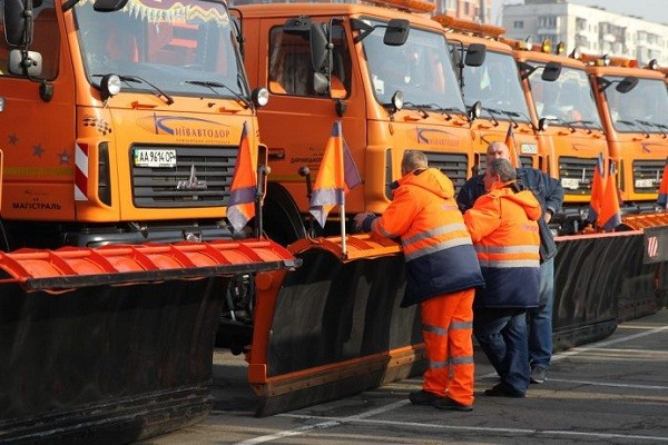 Зимой в столице круглосуточно будут дежурить 400 единиц снегоуборочной техники
