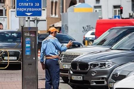 Парковаться в центре Киева станет дороже: детали