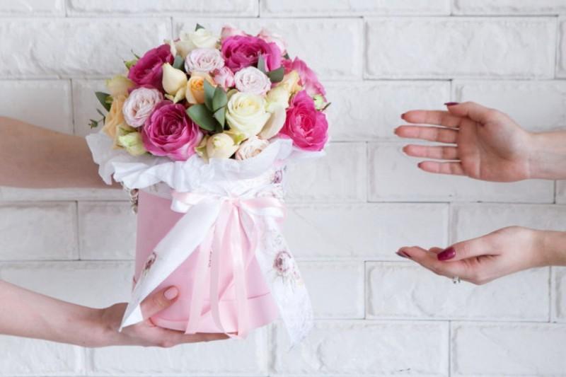 Цветы с доставкой: какой букет выбрать и на что обратить внимание