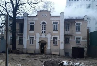 Пожар в доме на Златоустовской тушили 20 спасателей