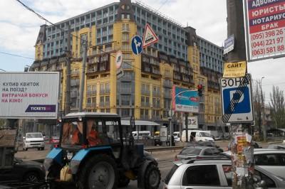 С начала года в Киеве убрали более 3 тысяч незаконных рекламных конструкций